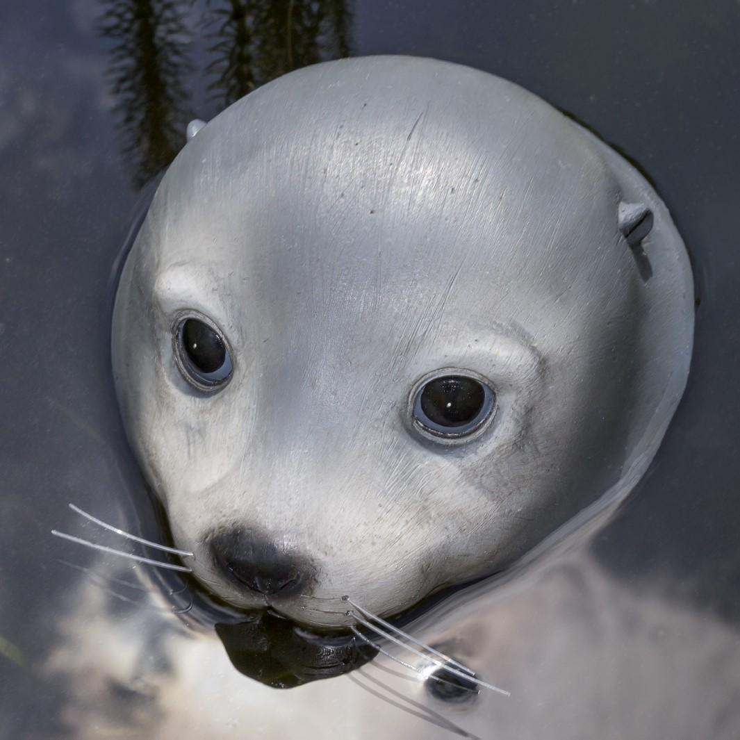Schwimmtier Seehund Teich Garten Pool Deko Figur Kunststoff